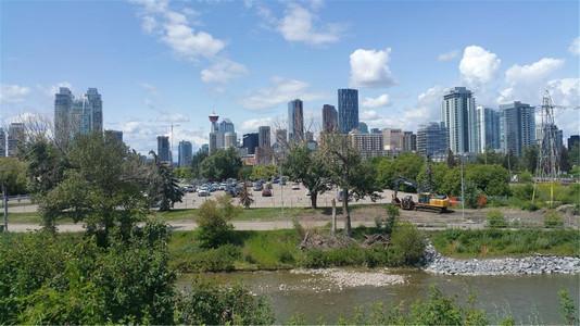 1016 Amp 1018 Amp 1020 8 Street Se, Calgary, Alberta, T2G2Z4