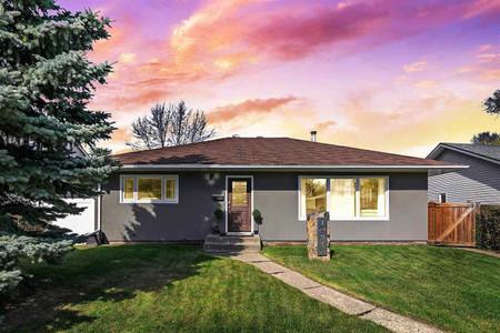 10816 52 St Nw in Edmonton, AB : MLS# e4243882