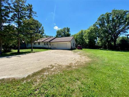 1140 Dawson Rd, Lorette, Manitoba, R5K0S8