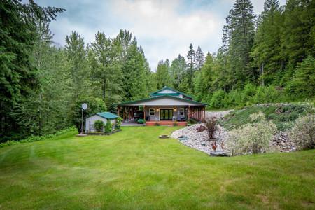 1160 Highway 22, Rossland, British Columbia, V0G1Y0