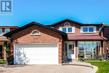 1235 Gryphon Mews in Mississauga, ON : MLS# w5234068