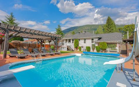 1410 Glendale Avenue, Salmo, British Columbia, V0G1Z0