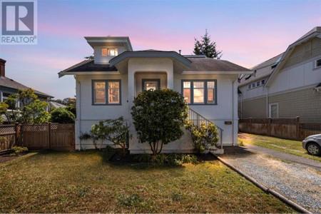 1491 Myrtle Ave, Hillside, Victoria, British Columbia, V8R2Z5