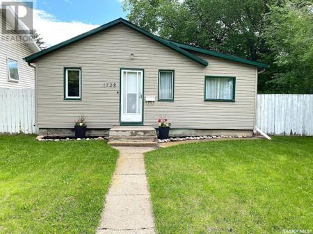 1728 2nd Ave N, Kelsey Woodlawn, Saskatoon