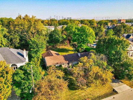 18 Thornhill Ave Vaughan