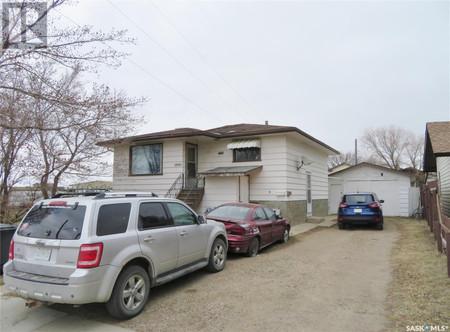 1840 E Ave N in Saskatoon, SK : MLS# sk850773