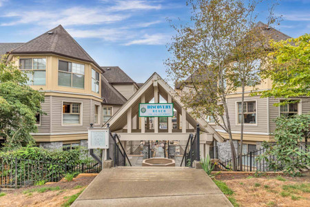 213 214 Eleventh Street, New Westminster
