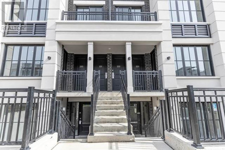 219 652 Cricklewood Dr in Mississauga - Townhouse For Sale : MLS# w5183672