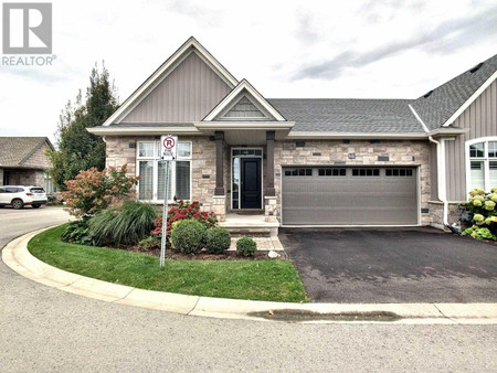 22 Blossom Common, St Catharines