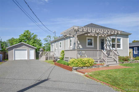 22 Des Chenard, Caraquet, New Brunswick, E1W1A5