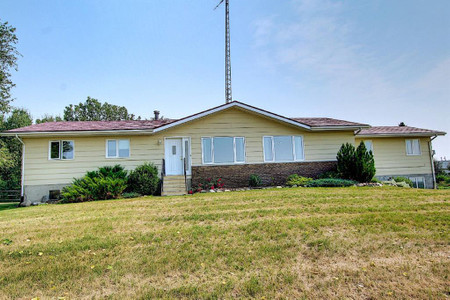251056 Township Road 344 - Bedroom 13.25 Ft x 9.58 Ft