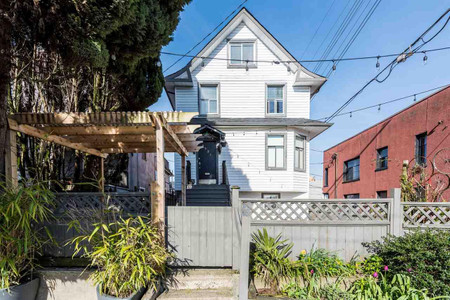 2531 Fraser Street in Vancouver - House For Sale : MLS# r2562385