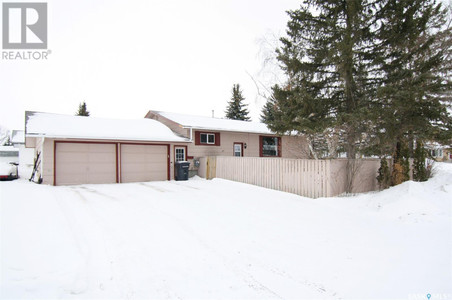 27 Clarewood Cres in Yorkton - House For Sale : MLS# sk842662