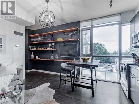 302 2055 Danforth Ave - Living room 3.76 m x 4.27 m
