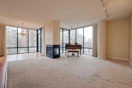 305 10028 119 St Nw - Living room 5.61 m x 3.83 m