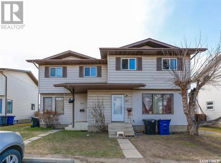 307 309 Russell Rd in Saskatoon, SK : MLS# sk852427