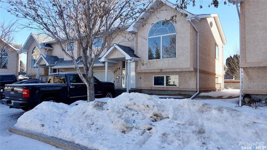 3274 Renfrew Crescent in Regina - Condo For Sale : MLS# sk842837