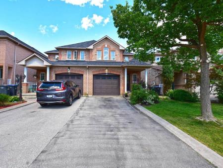 33 Coppermill Dr, Brampton, Ontario, L6R1L6