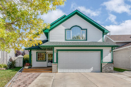 36 Thorndale Close Se - Family room 15.83 Ft x 10.75 Ft