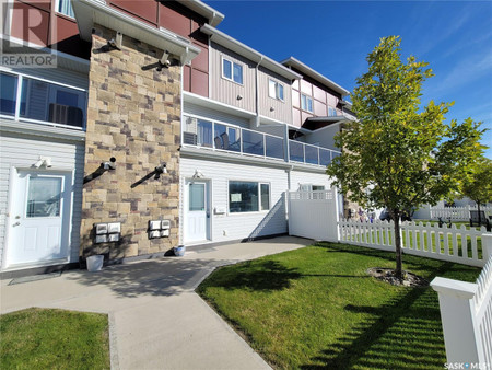 405 225 Hassard Cl - Bedroom 8 ft ,9 in x 10 ft ,7 in
