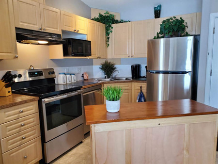416 240 Spruce Ridge Rd - Living room 3.54 m x 3.3 m