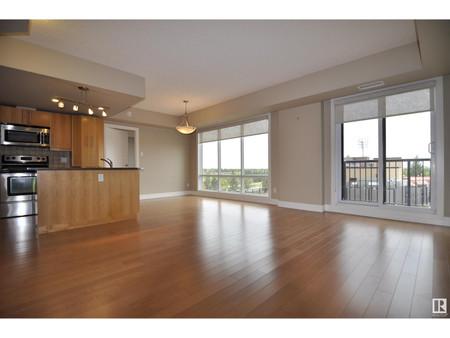 501 6608 28 Av Nw - Living room 4.86 m x 3.33 m
