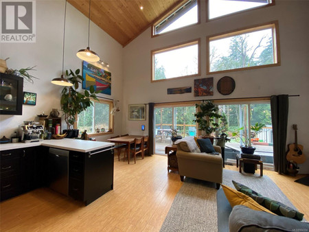 5100 Central Rd in Hornby Island - House For Sale : MLS# 864304
