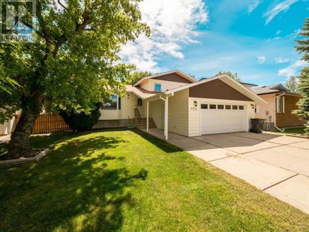 527 Maple Crescent S, Picture Butte, Alberta, T0K1V0