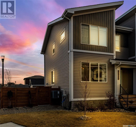 5433 Green Silverberry Dr E in Regina - House For Sale : MLS# sk849203