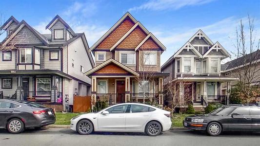 5932 128 A Street in Surrey, BC : MLS# r2575337