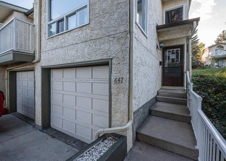 647 Strathcona Drive Sw - Family room 23.67 Ft x 10.92 Ft