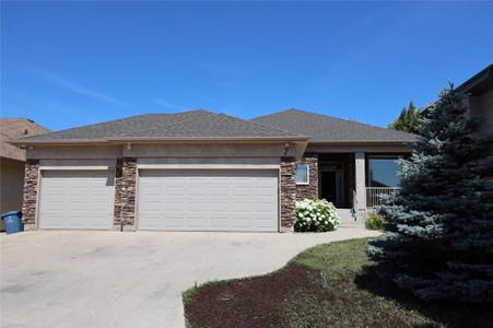 7 Castle Ridge Drive in Winnipeg - House For Sale : MLS# 202107901