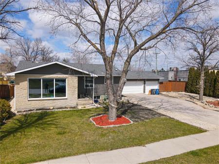 7 Woodlawn Avenue in Winnipeg, MB : MLS# 202110248