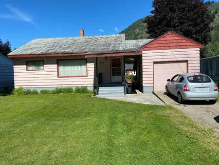 718 Davies Avenue, Salmo, British Columbia, V0G1Z0