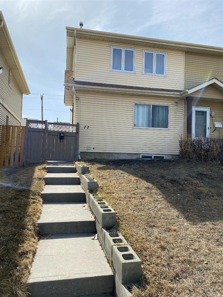 77 Castlebrook Way Ne in Calgary - Townhouse For Sale : MLS# a1091751