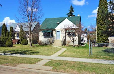 7712 76 Av Nw in Edmonton, AB : MLS# e4243947