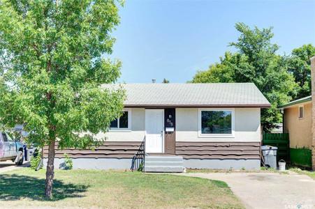 818 Confederation Drive, Saskatoon