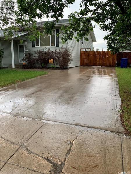 823 Kingsmere Blvd in Saskatoon, SK : MLS# sk859344