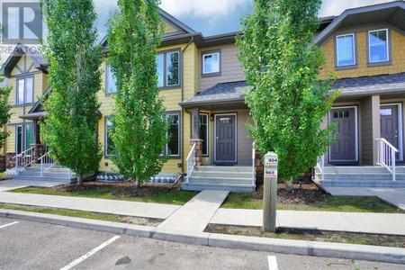 905 30 Carleton Avenue - Family room 28.00 Ft x 11.33 Ft