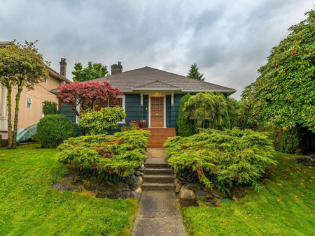 916 Fifth Street, New Westminster
