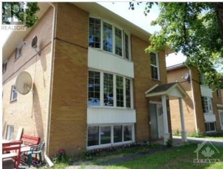 972 976 980 St Laurent Boulevard, Overbrook Castle Heights, Ottawa